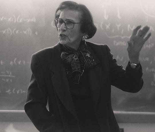 الفيلسوفة والمعلمة (ماكسين جرين-Maxine Greene)،ناشطة نسوية.