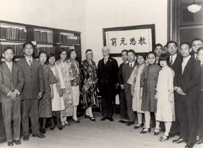 Professor william heard kilpatrick (1871-1965) with the members of the chinese students association, january 1929.