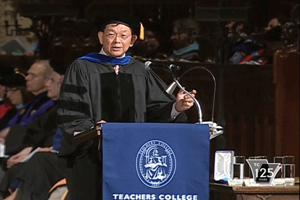 Lee Sing Kong received TC's Medal for Distinguished Service at the College's Convocation in 2013